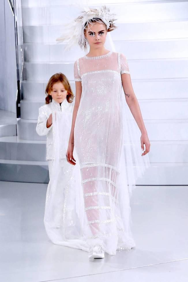 Cara Delevingne no desfile da Chanel